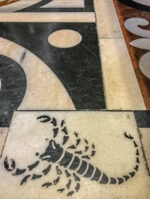 scorpion-duomo-floor-milan-italy