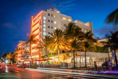 hotel-victor-south-beach-miami-neon-night