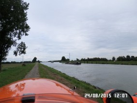 Langs-kanal-i-Holland