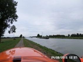 Langs-kanal-i-Holland