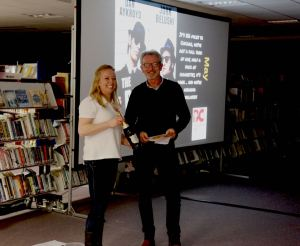 Emma Neppl presents Paul Cartwright with his prize.