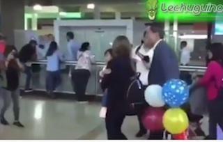 fabiana rosales da espalda guaido en aeropuerto