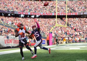 FOXBORO, MA - OCTOBER 16: Eric Rowe #25 of the New England Patriots blocks a pass intended for A.J. Green #18 of the Cincinnati Bengals during the fourth quarter of a game at Gillette Stadium on October 16, 2016 in Foxboro, Massachusetts. (Photo by Billie Weiss/Getty Images) *** Local Caption *** Erice Row; A.J. Green