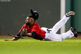 BOSTON, MA - OCTOBER 5: A bird flies away as Jackie Bradley Jr. #19 of the Boston Red Sox dives as he attempts to catch a line drive hit by Aaron Judge #99 of the New York Yankees during the seventh inning of game one of the American League Division Series on October 5, 2018 at Fenway Park in Boston, Massachusetts. (Photo by Billie Weiss/Boston Red Sox/Getty Images) *** Local Caption *** Jackie Bradley Jr.