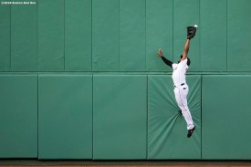 BOSTON, MA - MAY 18: Jackie Bradley Jr. #19 of the Boston Red Sox attempts to catch a fly ball during the first inning of a game against the Houston Astros on May 18, 2019 at Fenway Park in Boston, Massachusetts. (Photo by Billie Weiss/Boston Red Sox/Getty Images) *** Local Caption *** Jackie Bradley Jr.