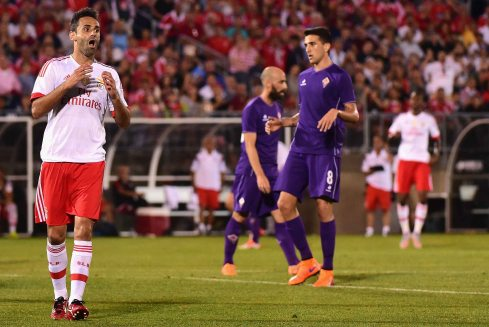 EAST HARTFORD, CT - JULY 24: Jonas Goncalves Oliveira #17 of SL Benfica reacts after missing a shot on goal during the second half of an International Champions Cup 2015 match against ACF Fiorentina at Rentschler Field on July 24, 2015 in East Hartford, Connecticut. (Photo by Billie Weiss/Getty Images) *** Local Caption *** Jonas Goncalves Oliveira