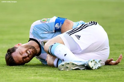 FOXBORO, MASSACHUSETTS - JUNE 18: Lionel Messi of Argentina reacts after being tackled during a Quarterfinal match between Argentina and Venezuela at Gillette Stadium as part of Copa America Centenario US 2016 on June 18, 2016 in Foxboro, Massachusetts, US. (Photo by Billie Weiss/LatinContent/Getty Images)
