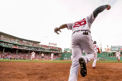 BOSTON, MA - AUGUST 9: Jackie Bradley Jr. #25 of the Boston Red Sox runs onto the field before a game against the New York Yankees on August 9, 2016 at Fenway Park in Boston, Massachusetts. (Photo by Billie Weiss/Boston Red Sox/Getty Images) *** Local Caption *** Jackie Bradley Jr.