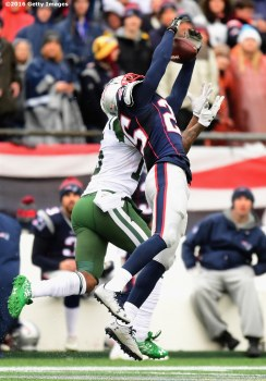 FOXBORO, MA - DECEMBER 24: Eric Rowe #25 of the New England Patriots intercepts a pass intended for Brandon Marshall #15 of the New York Jets during the second quarter of a game at Gillette Stadium on December 24, 2016 in Foxboro, Massachusetts. (Photo by Billie Weiss/Getty Images) *** Local Caption *** Eric Rowe; Brandon Marshall