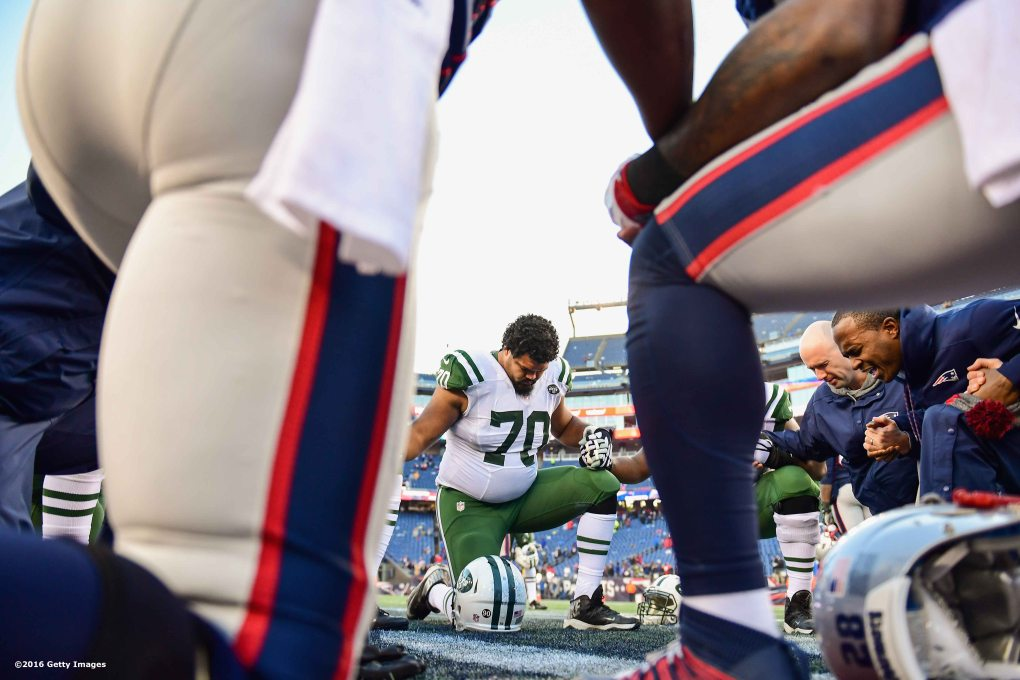 FOXBORO, MA - DECEMBER 24: Dakota Dozier #70 of the New York Jets prays with teammates after a game against the New England Patriots at Gillette Stadium on December 24, 2016 in Foxboro, Massachusetts. (Photo by Billie Weiss/Getty Images) *** Local Caption *** Dakota Dozier