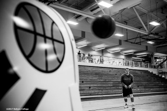 November 30, 2016, Newton, MA: Sam Bohmiller shoots three pointers with a ball machine to warm up before a game against Bates University at Webster Sports Arena at Babson College in Newton, Massachusetts Wednesday, November 30, 2016. (Photo by Billie Weiss/Babson College Magazine)