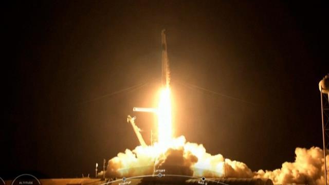 uzay ucusu tarihinde bir ilk spacex roketi astronot olmayan 4 kisiyi dunyanin cevresinde 3 gun gezdirecek 1 kmi4muxi