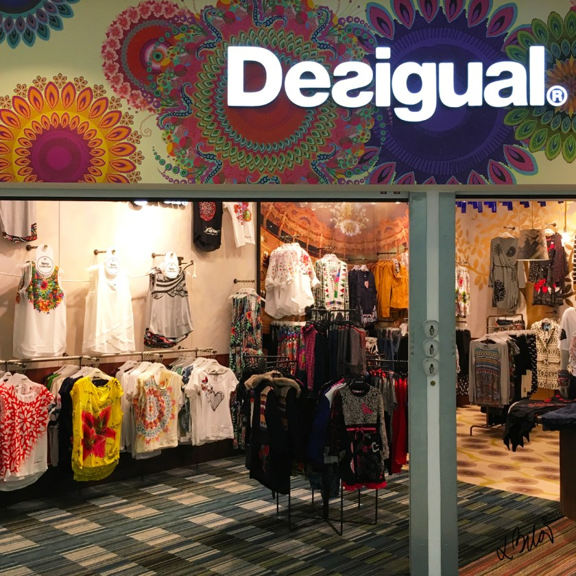 Airport-Prague-Shopping-Desigual