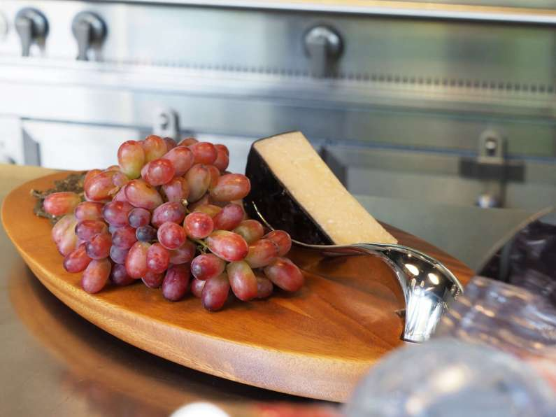 "Nambé Mills ""Swoop"" Cheese Board & Knife"