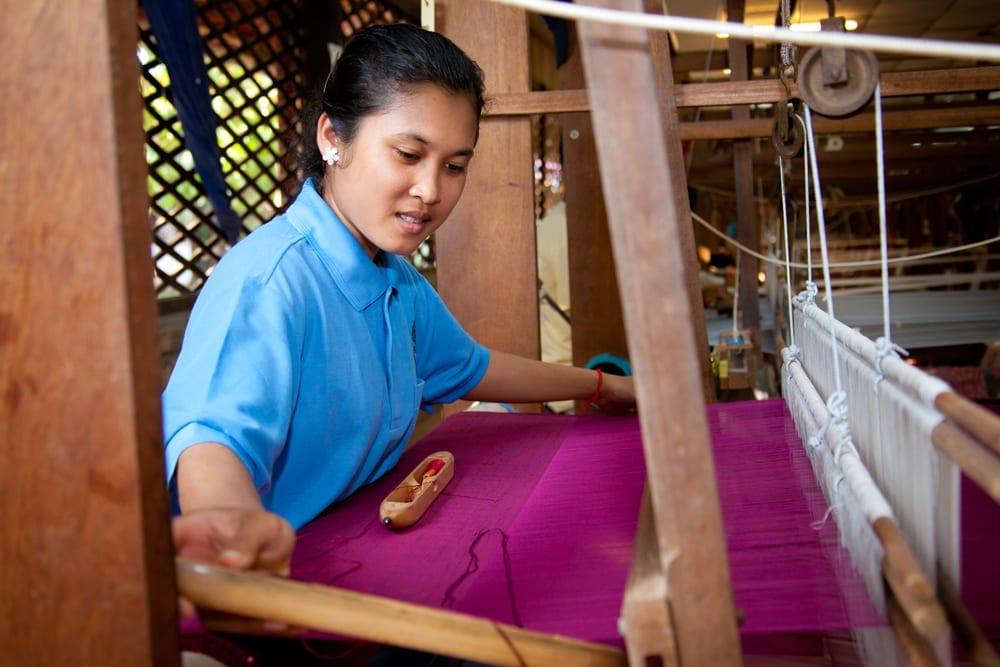 Artisans d'Angkor - Weaving