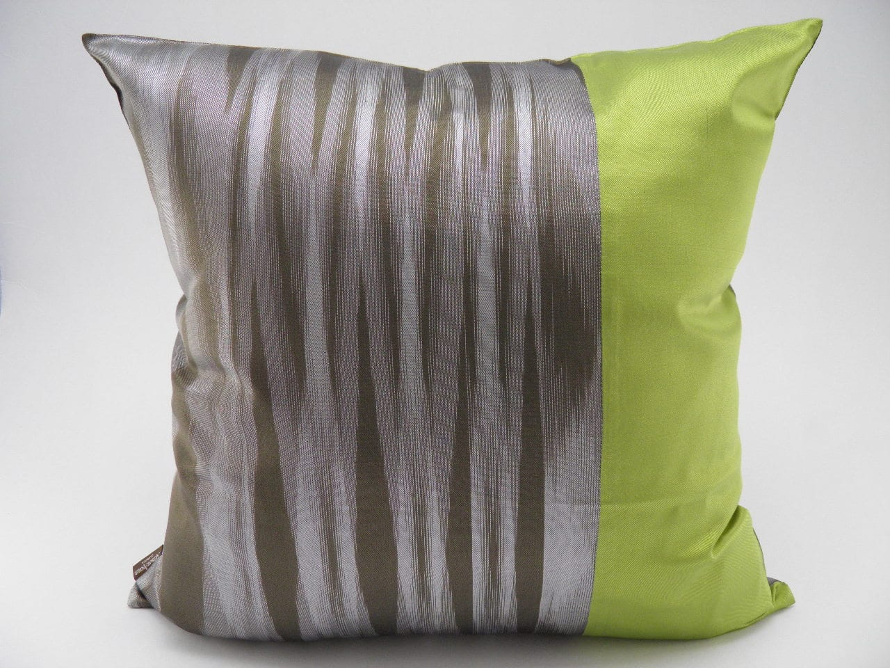 coussin ikat contemporain bronze anis 45x45cm bil p storeman. Black Bedroom Furniture Sets. Home Design Ideas
