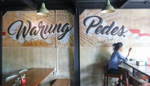 Modern nuances with mural paintings on the walls make Warung Pedes as an instagramable restaurant. (photo- IO:Aldo)