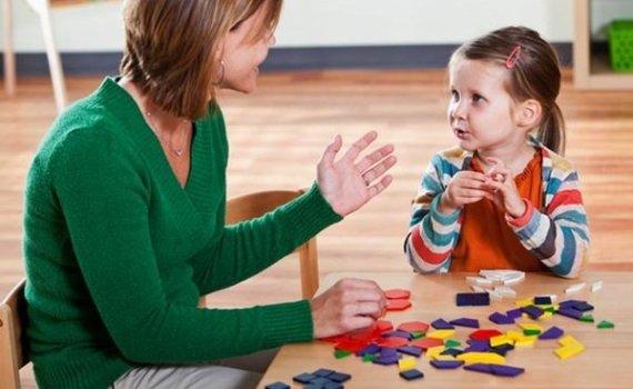Cara Menyenangkan Menstimulasi Kecerdasan Anak dalam Berbahasa