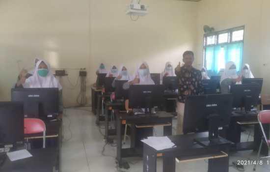 SMPS Darul Aitami Adakan Simulasi Ujian Akhir Sekolah Berbasis Komputer