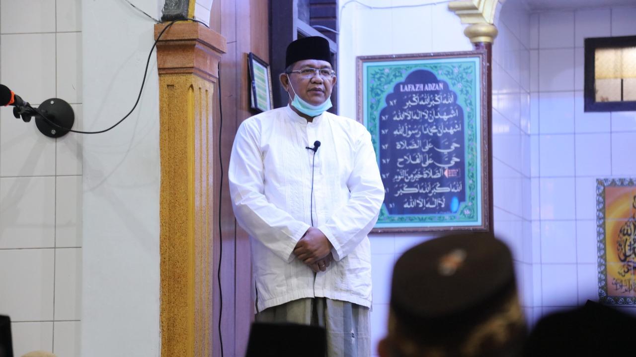 Prof. Dr. Syahrizal Abbas MA menjadi penceramah pada Safari Ramadhan Dinas Pendidikan Aceh
