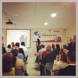 Motivación. Durante la conferencia, Dadlani abordó las claves necesarias para integrar valores humanos con los empleados y clientes en la gestión de las empresas