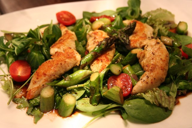 Salat mit Hühnerstreifen