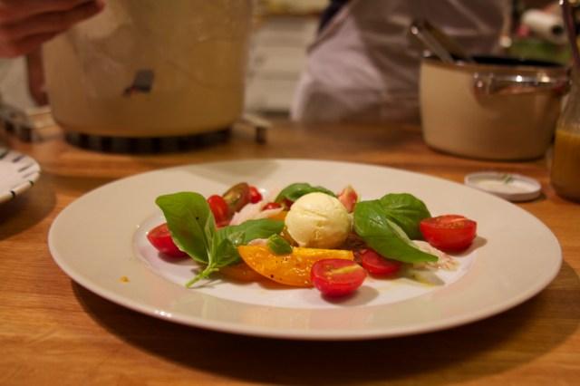 Bunter Tomatensalat mit geräuchertem Fisch
