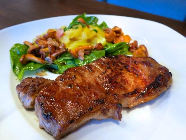 Steaks mit Salat und Eierschwammerl – 05