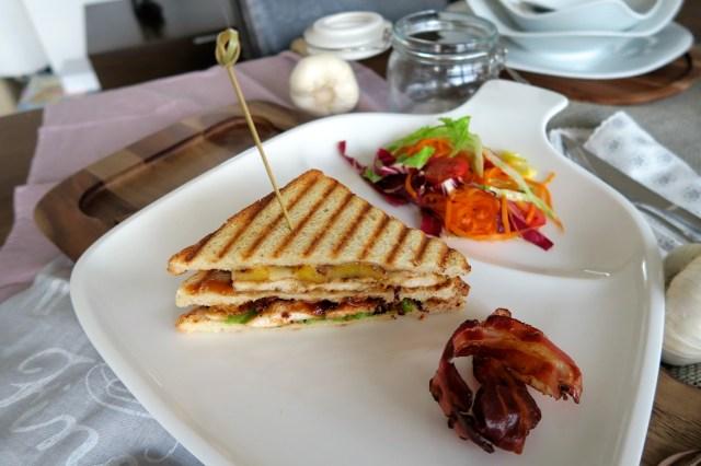 Club Sandwich mit Huhn, Ananas und Speck – 25