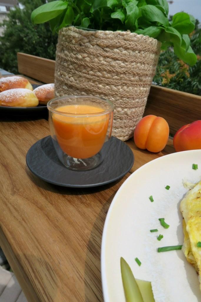 Apfel-Karotten-Orangen Saft mit Ingwer