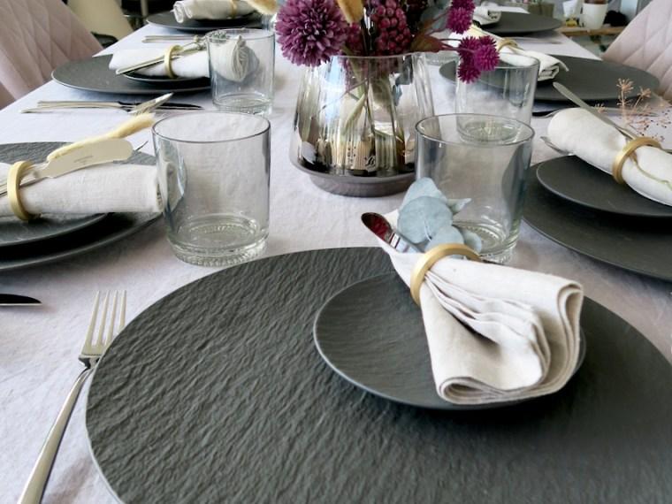 Geburtstagsmenü und Tischdekoration