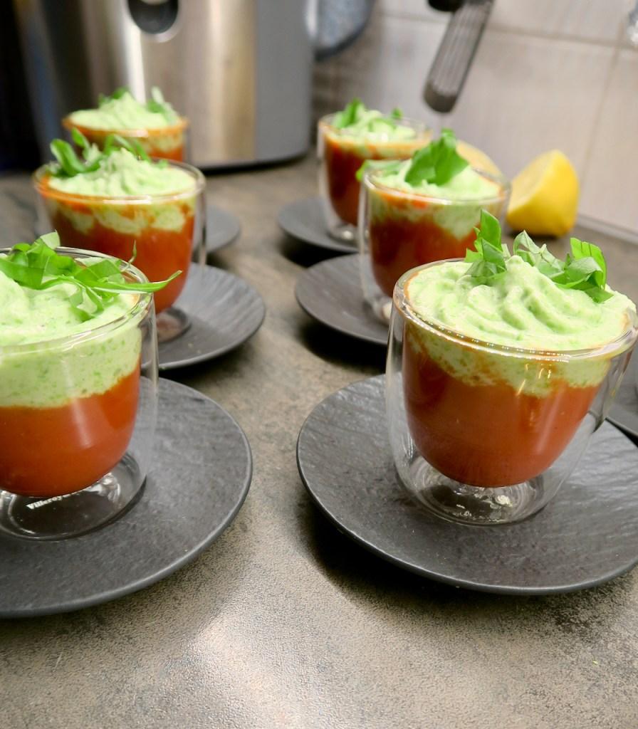 Tomatensuppe mit Erbsenschaum