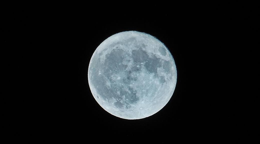 Are we more lucky when there is a full moon?