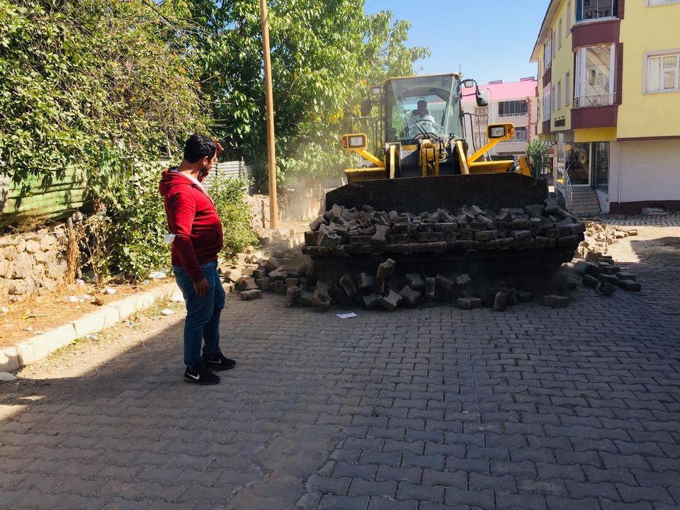 Karlıova'da üstyapı çalışmaları sürüyor