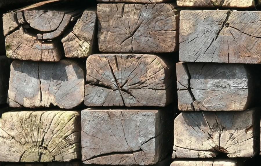 Altes Holz eignet sich perfekt für eine selbstgebaute Bar