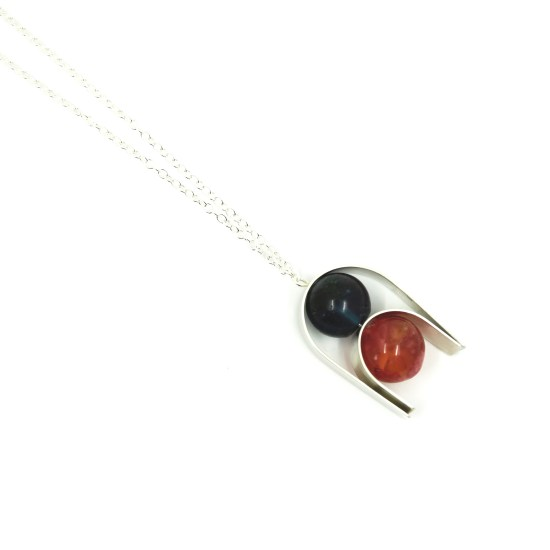 Curvier Necklace – Blue/Red