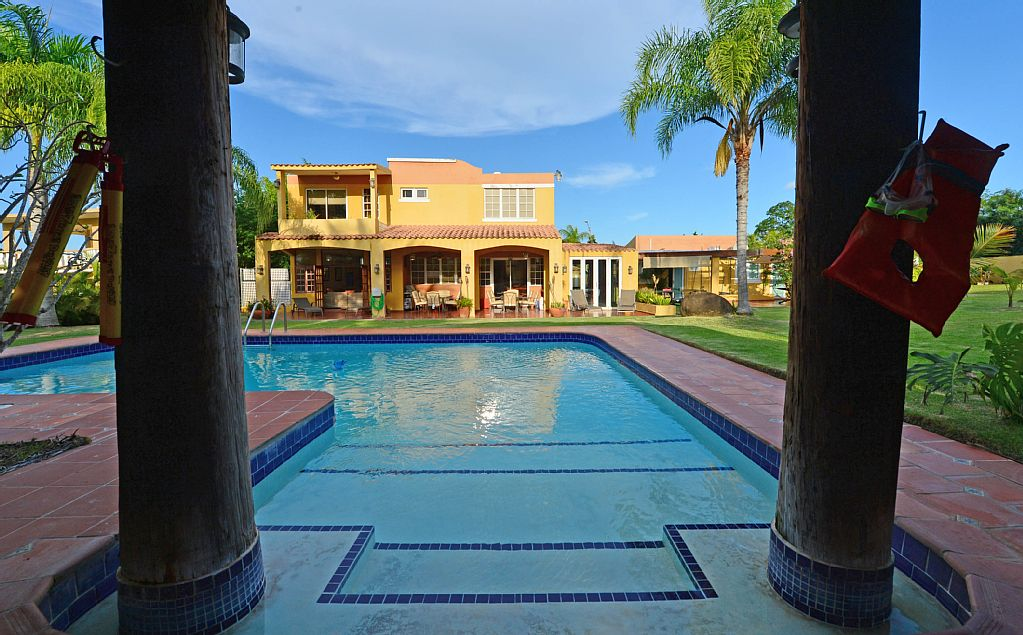 Luquillo –  Pool Up to 16 people – 6 Br =($31 person/night if u are 16)