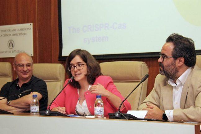 Francis Mójica, Angela Bernardo i Lluís Montoliu, a la taula sobre CRISP del II Congrés de ComunicaBiotec