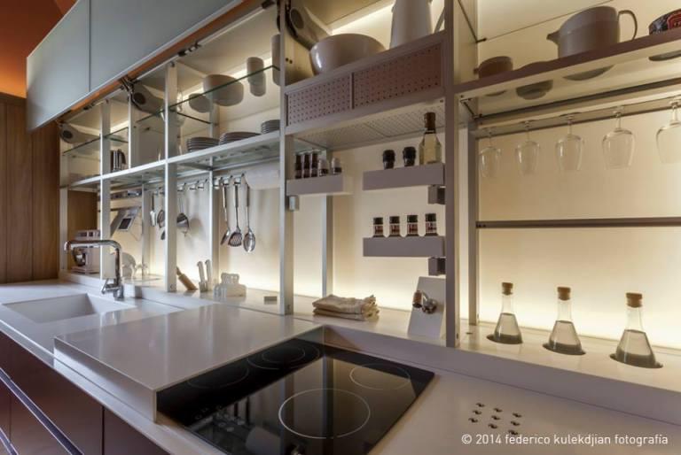 """Escenas Lumínicas: """"Cocinando"""" con buena iluminación en el área de trabajo"""