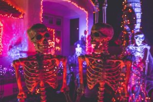 Natural Ways to Decorate Your Home for Halloween
