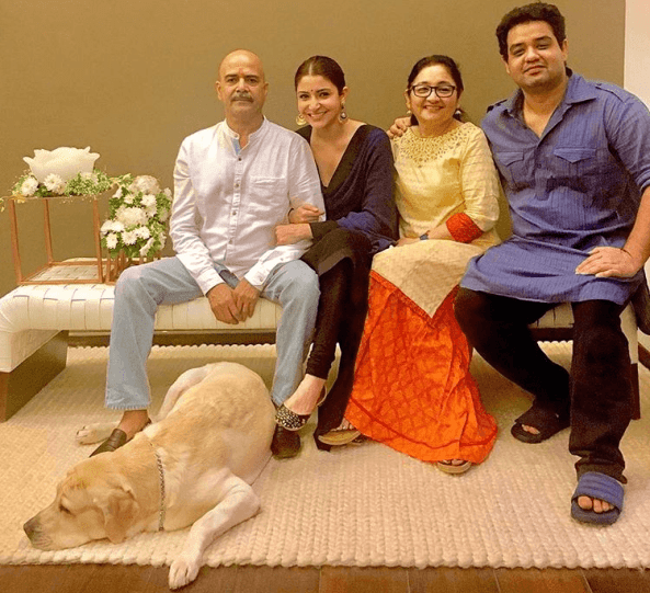 Anushka Sharma With Her Parents and Siblings