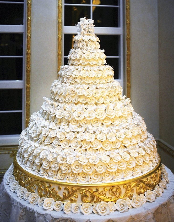 The grand chocolate truffle cake that weighed 50 pounds was the wedding cake which was created the chefs at Trump's mar-a-Lago for the marriage of Donald Trump and Melania Trump.