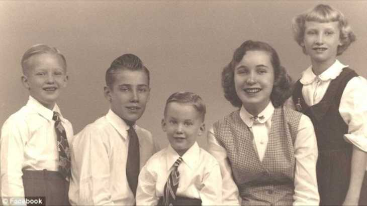 Donald Trump with his father Fred Jr, brother Robert, mother Maryanne and sister Elizabeth