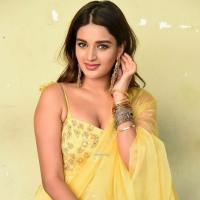 Nidhhi Agerwal Age, Biography, Wiki, Family, Boyfriend, Affairs & More