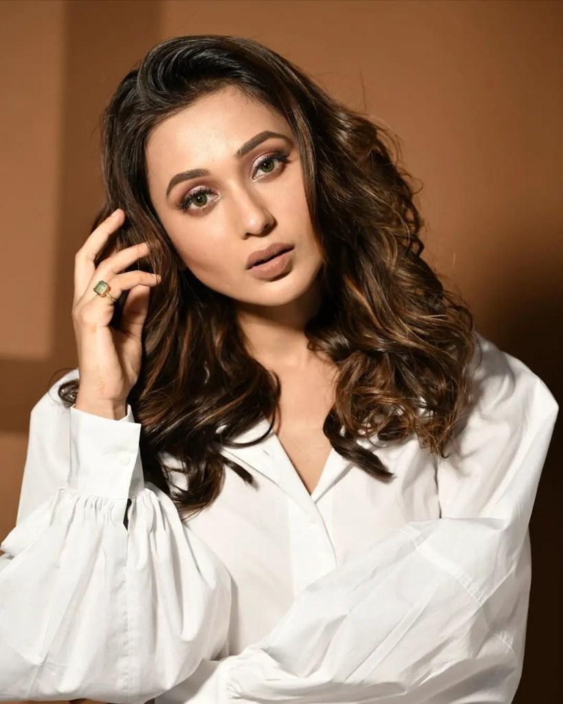 Mimi Chakraborty Images