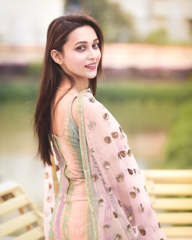 Mimi Chakraborty sexy pic