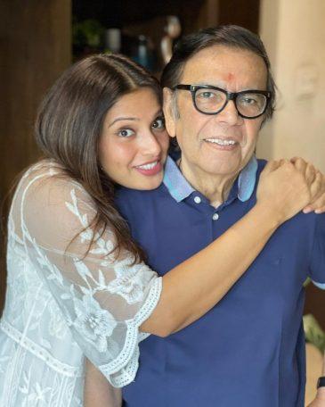Bipasha Basu Age Height Husband father Family Biography