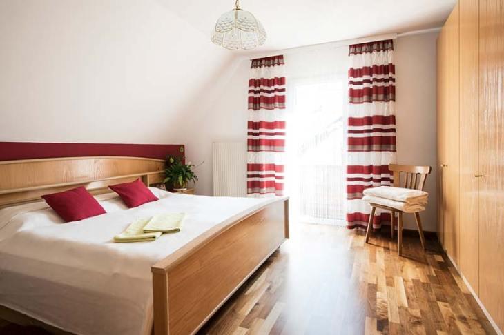 Ferienappartement – Schlafzimmer / Doppelbett