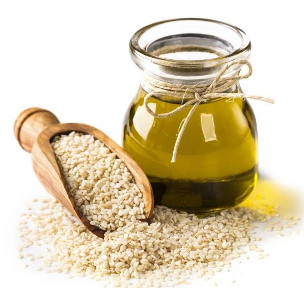 The Most Powerful Benefits and Uses of Sesame Oil
