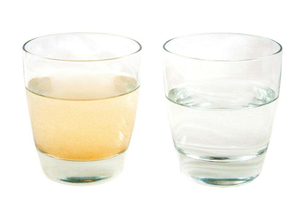 1.556 Retirer une tache de peinture à l'eau sur une vitre, du verre ou du cristal
